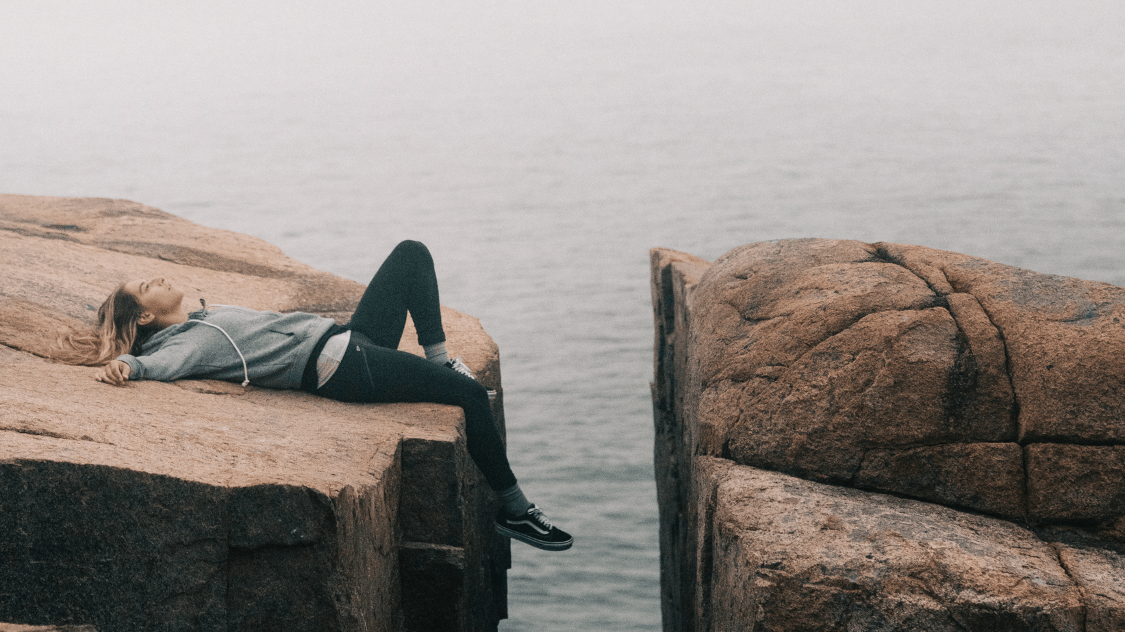 woman too tired to cross the gap in rocks | willpower